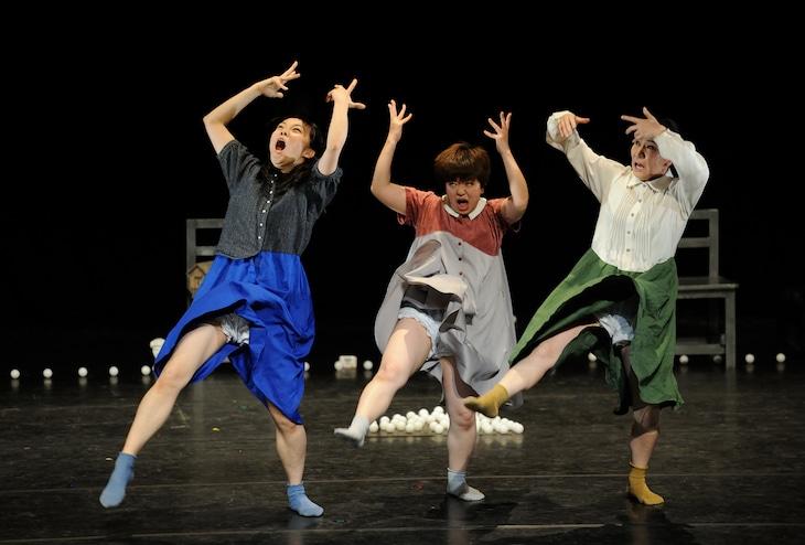 小池博史ブリッジプロジェクト「新・三人姉妹」より。(photo by Hiroshi Koike)