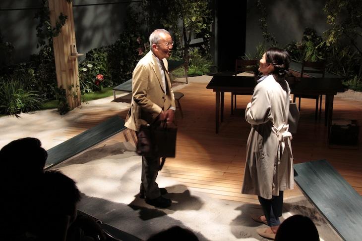 2018年上演の劇団俳優座公演 No.336「首のないカマキリ」より。
