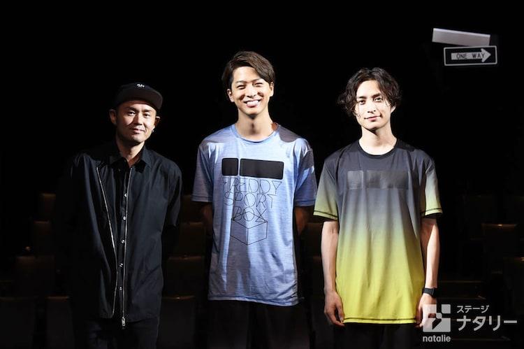 舞台「マラソン」囲み取材より。左からTETSUHARU、寺西拓人(ジャニーズ Jr.)、矢田悠祐。