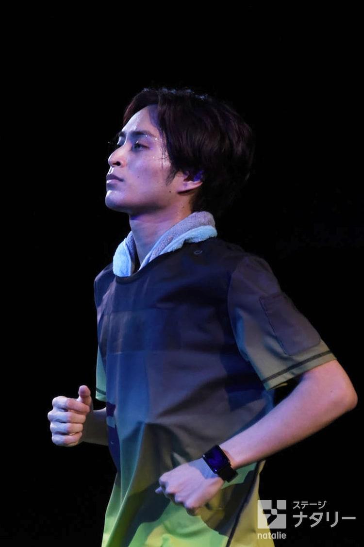 舞台「マラソン」ゲネプロより。矢田悠祐演じるスティーブ。