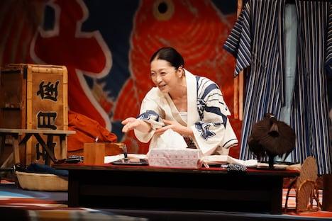 こまつ座 第128回公演「化粧二題」より。(撮影:田中亜紀)