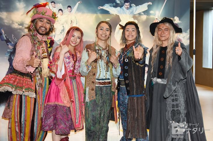 ミュージカル「リューン~風の魔法と滅びの剣~」囲み取材より。左から大澄賢也、浜崎香帆、藤原丈一郎、大橋和也、ダイアモンド☆ユカイ。