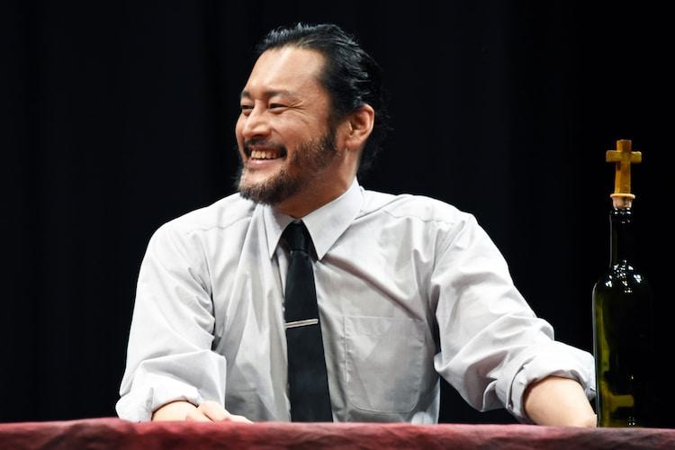 横田栄司演じるアガメムノン。