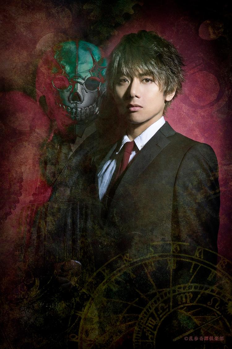 富田翔扮するカガミ。