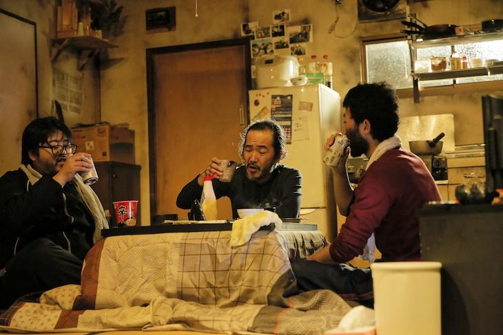 庭劇団ペニノ「『笑顔の砦』RE-CREATION」より。(撮影:堀川高志)