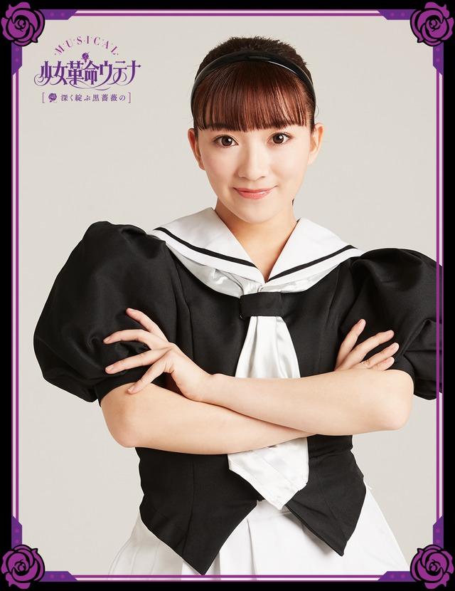 熊田愛里扮する影絵少女。