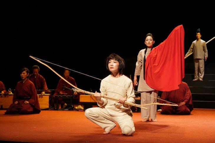 SPAC「イナバとナバホの白兎」静岡公演より。(撮影:猪熊康夫)