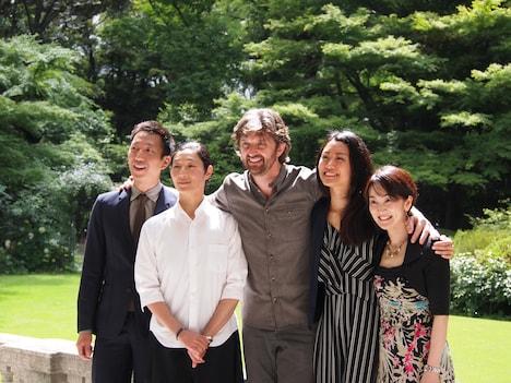 左から小尻健太、中村恩恵、ポール・ライトフット、刈谷円香、唐津絵理。