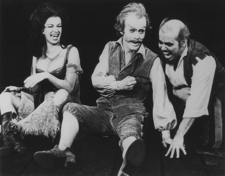 「ラ・マンチャの男」1970年、ブロードウェイ マーチンベック劇場公演の様子。(写真提供:東宝演劇部)