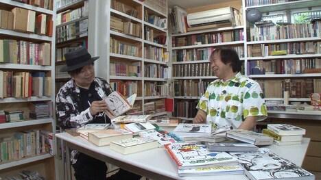 「SWITCHインタビュー 達人達(たち)『ケラリーノ・サンドロヴィッチ×祖父江慎』」より。(写真提供:NHK)