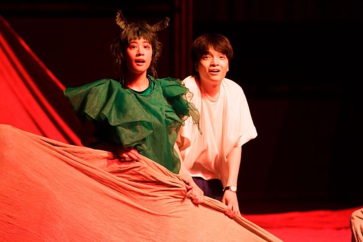 KAAT神奈川芸術劇場プロデュース「ビビを見た!」より。(撮影:前澤秀登)