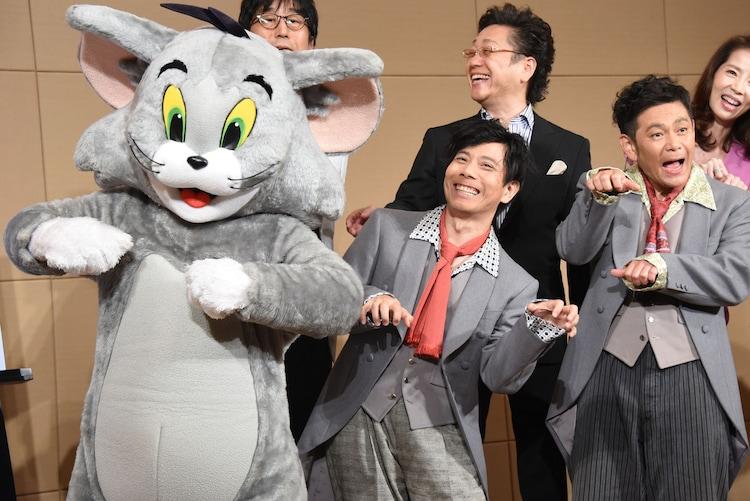 音楽劇「トムとジェリー 夢よもう一度」記者発表に出席した(前列左から)トム、バッファロー吾郎・竹若、ココリコ遠藤ら。