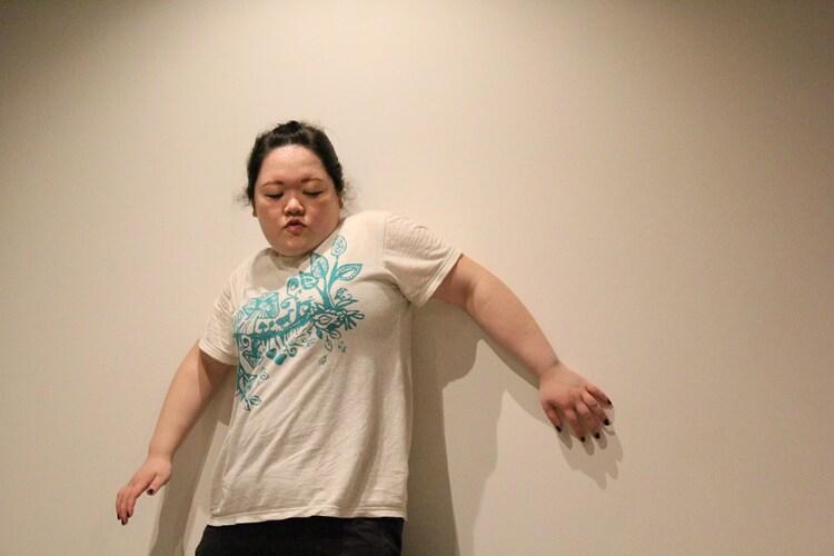 オフィスマウンテンvol.6「だれだって臍を噛む」より、田中美希恵。(撮影:岡田勇人)