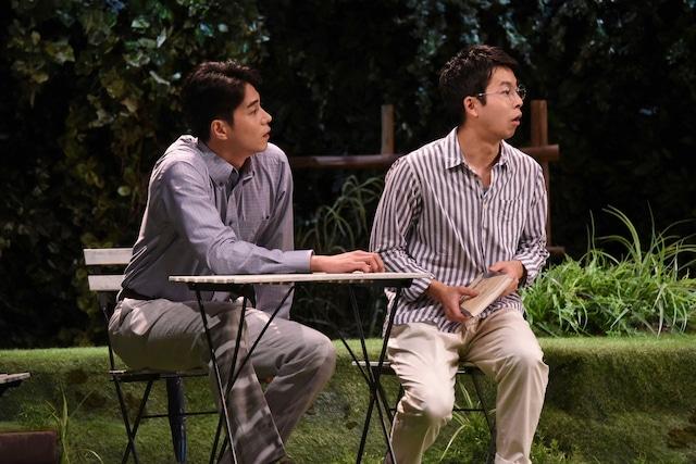 M&Oplaysプロデュース「二度目の夏」フォトコールより、左から東出昌大、仲野太賀。