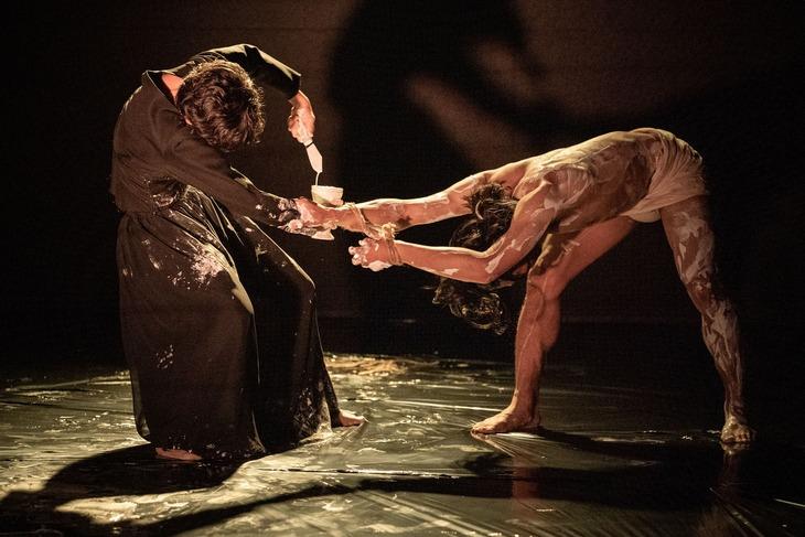 あごうさとし「-音楽舞台劇- 触覚の宮殿」より。(撮影:井上嘉和)