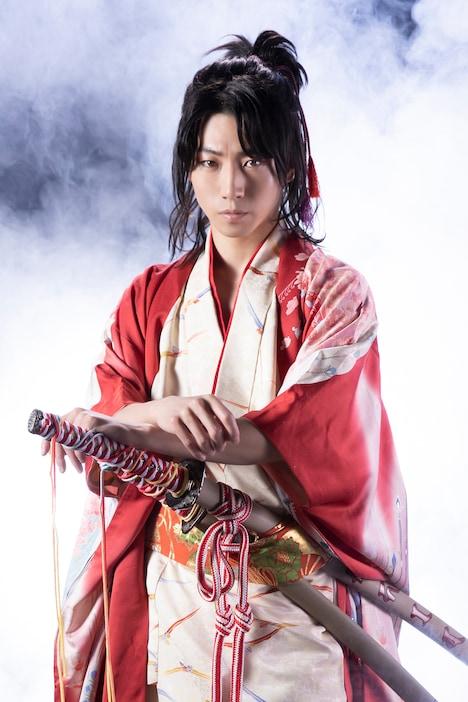 矢崎広扮する望月八弥斗。