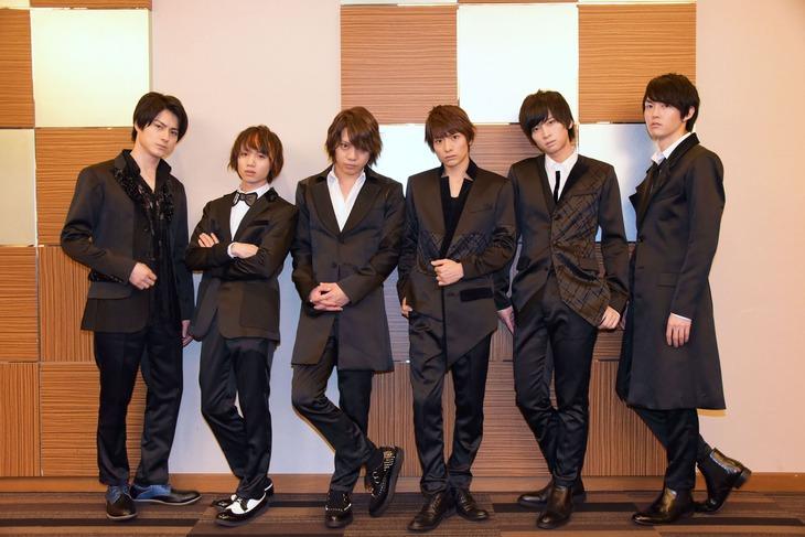 MBS / TBS ドラマイズム「REAL⇔FAKE」囲み取材より、左から松村龍之介、植田圭輔、佐藤流司、小澤廉、荒牧慶彦、和田雅成。