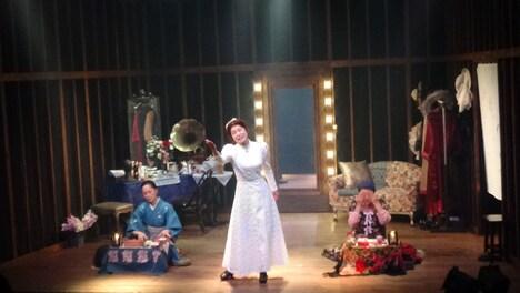新宿梁山泊 第66回公演「楽屋 流れさるものは やがて なつかしき」より。