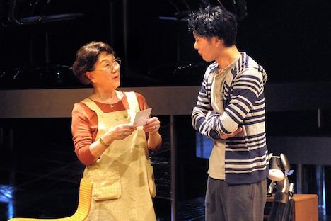 劇団青年座 第238回公演「DNA」より。(撮影:坂本正郁)