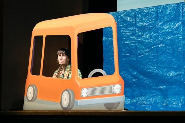 神里雄大 / 岡崎藝術座「バルパライソの長い坂をくだる話」東京公演より。(写真:高野ユリカ)