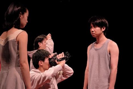 「少女都市 第8回公演 / 東京駆ける三公演 第三弾『光の祭典』」より。(撮影:佐々木啓太)