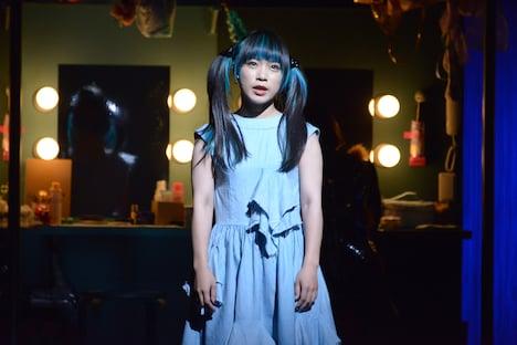 PARCOプロデュース2019「プレイハウス」ゲネプロより。ヤママチミキ演じるヤママチミキ。