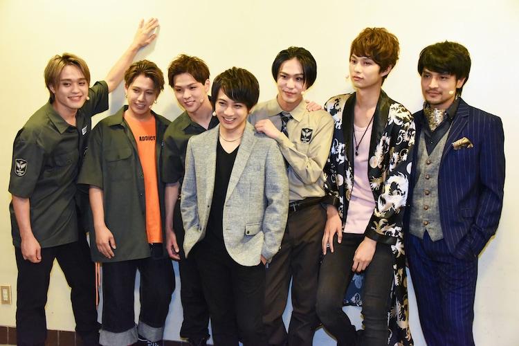 仲むつまじい姿を見せる「『GRIEF7』Sin#2」出演者。左から吉田広大、SHUN、加藤良輔、米原幸佑、三浦海里、中山優貴、倉貫匡弘。