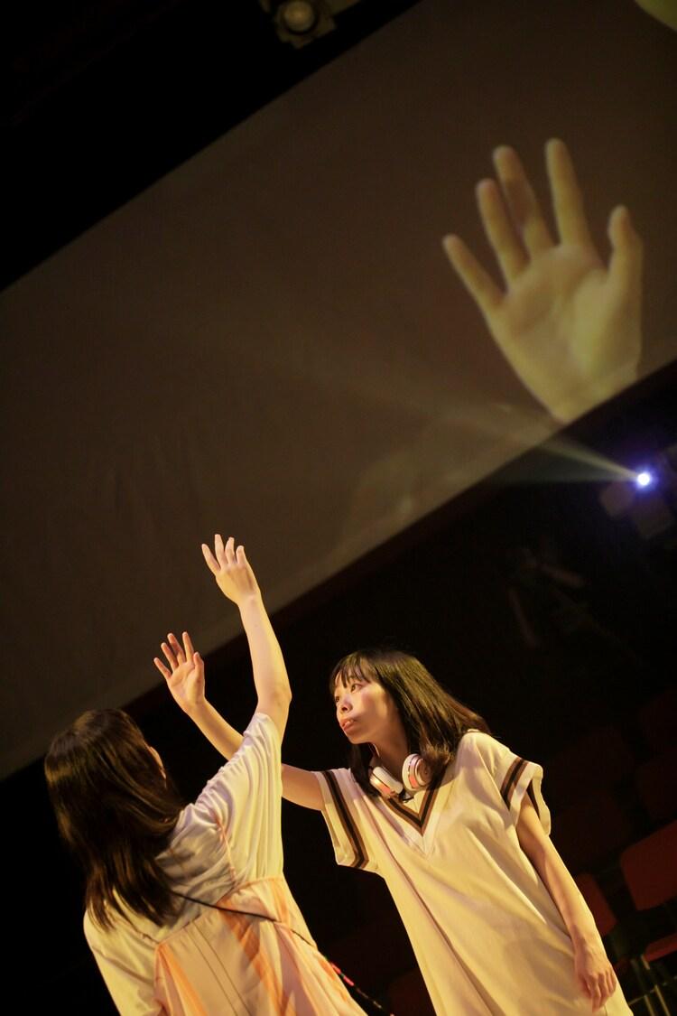 StarMachineProject scene2「はじまりの かんじょう そうこう」より。(撮影:河西沙織 / 劇団壱劇屋)