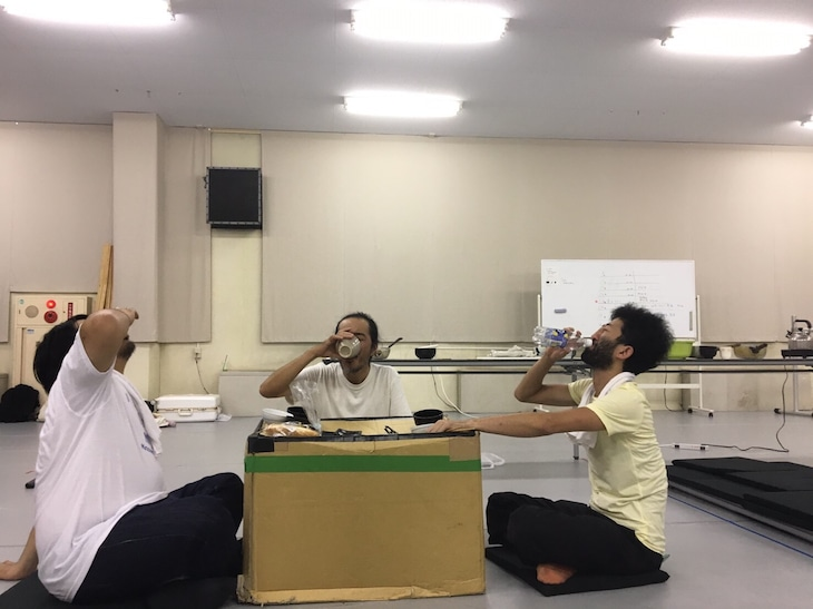 庭劇団ペニノ「『笑顔の砦』RE-CREATION」稽古の様子。