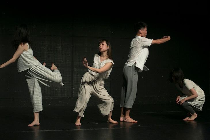 過去公演「We'll dance a dance」より。(撮影:影山あやの)