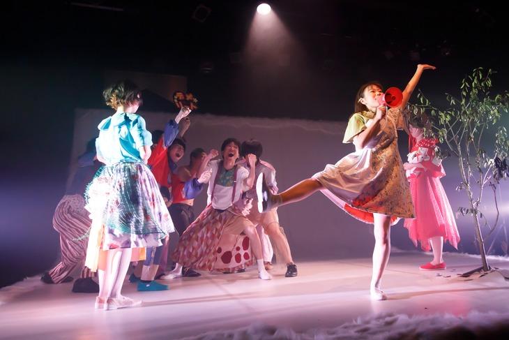 安住の地 第4回本公演 Theatre E9 Kyoto オープニングプログラム「Qu'est-ce que c'est que moi?」より。(撮影:山下裕英)