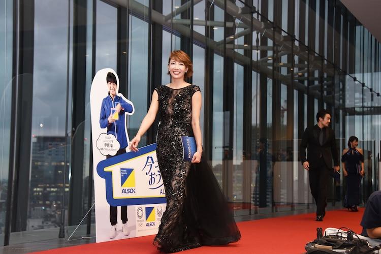 ミュージカル「ボディガード」来日公演 初日レッドカーペットイベントより、柚希礼音(中央)。