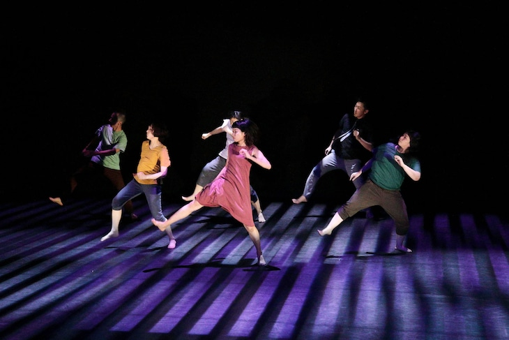 北九州芸術劇場ダンスクリエーション「ギミックス」より。(撮影:重松美佐)