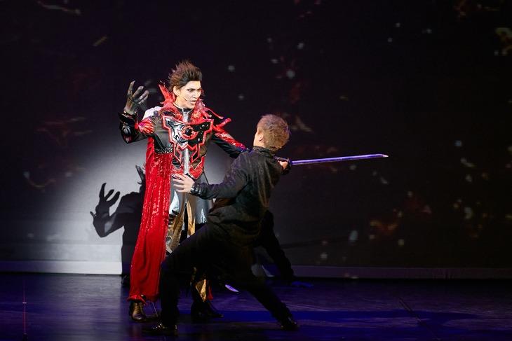 舞台「DARKNESS HEELS~THE LIVE~」より。(Photo by GEKKO)
