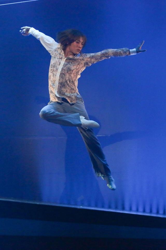 DIAMOND☆DOGS「ENTERTAINMENT SUPER DANCE THEATER『ODYSSEY』」より。(撮影:宮川舞子)
