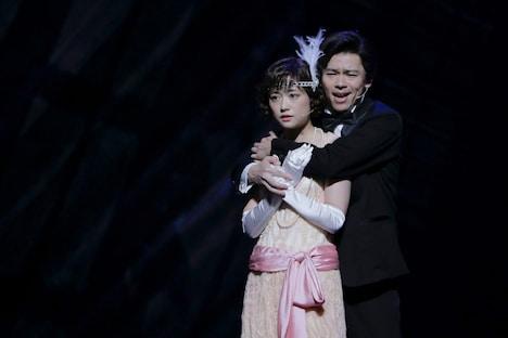 新作ミュージカル「怪人と探偵」より。(撮影:岡千里)