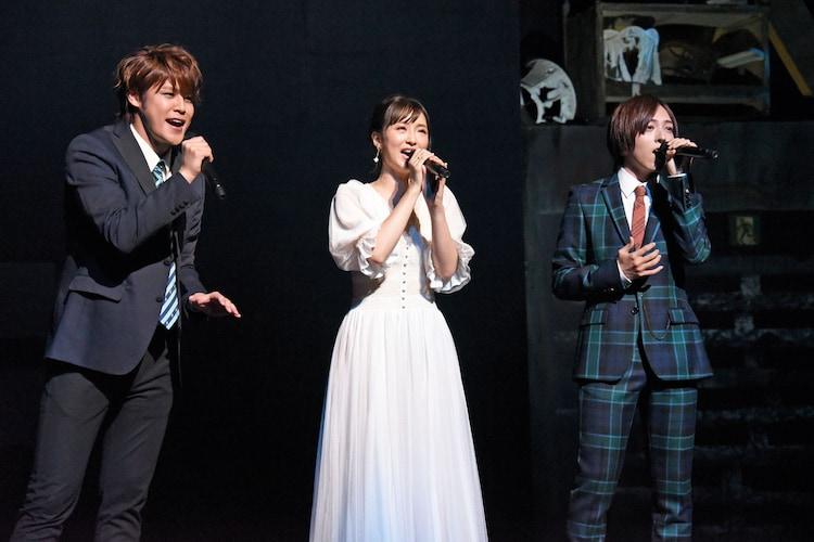「ブロードウェイ・ミュージカル『ウエスト・サイド・ストーリー』Season1」製作発表より、歌唱披露の様子。左から宮野真守、蒼井翔太、笹本玲奈。