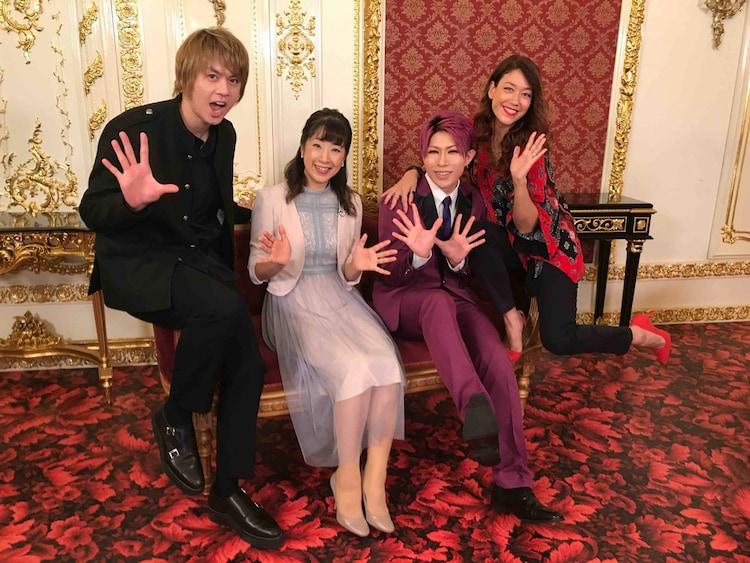 左から浦井健治、関純子、歌広場淳(ゴールデンボンバー)、LiLiCo。(c)関西テレビ