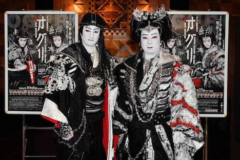 「スーパー歌舞伎II(セカンド)『新版 オグリ』」会見より。左から中村隼人、市川猿之助。