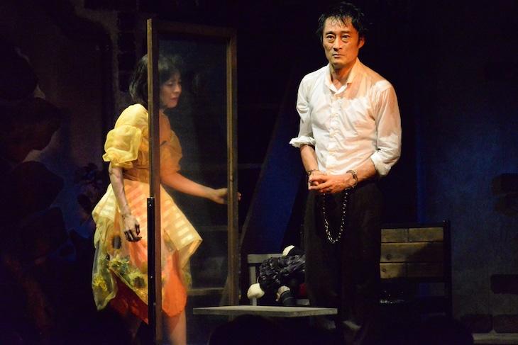 唐組 第64回公演「ビニールの城」より。(撮影:平早勉)
