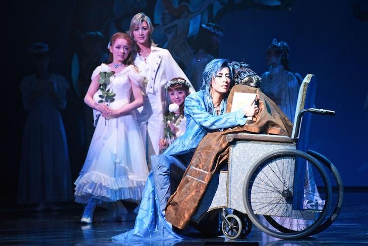 宝塚歌劇花組 三井住友VISAカード シアター「Musical『A Fairy Tale ─青い薔薇の精─』」公開舞台稽古より。