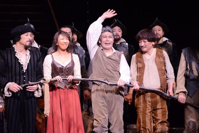 日本初演50周年記念公演 ミュージカル「ラ・マンチャの男」上演回数1300回特別カーテンコールより。
