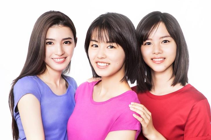スウィートパワーガールズ。左から長見玲亜、竹内愛紗、松風理咲。