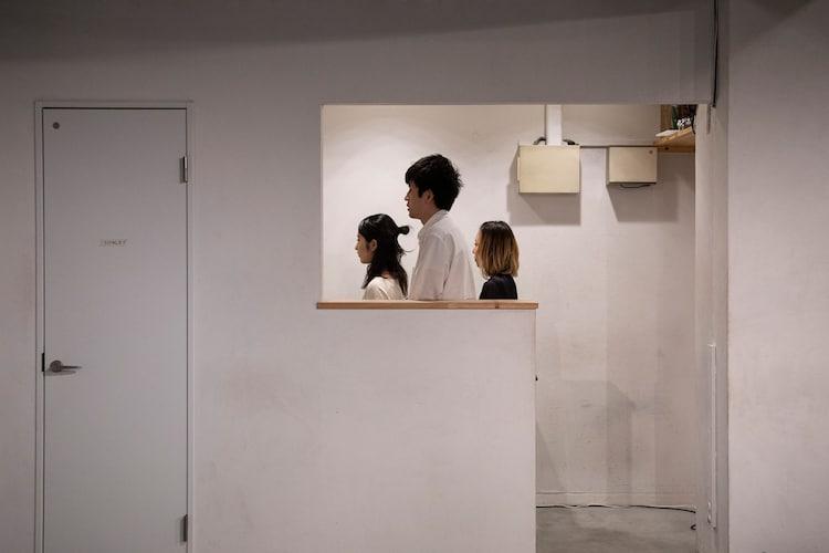屋根裏ハイツの過去公演より。(撮影:本藤太郎)