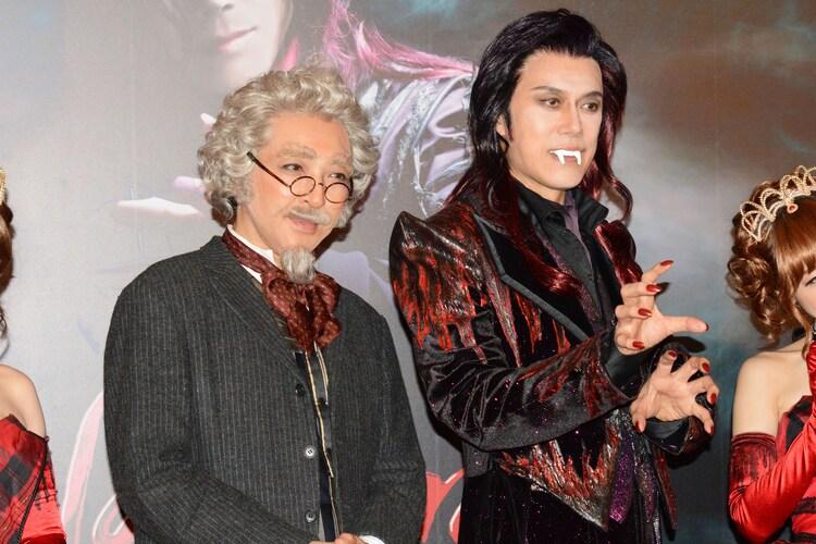 ミュージカル「ダンス オブ ヴァンパイア」初日前会見より。左から石川禅、山口祐一郎。