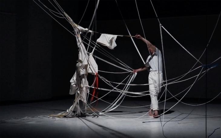 マニュエル・ロドリゲス「Body on Paper」より。