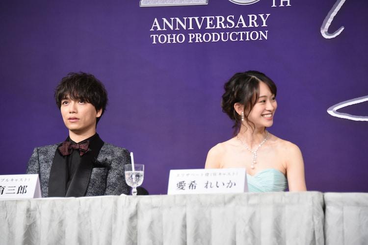 左から山崎育三郎、愛希れいか。