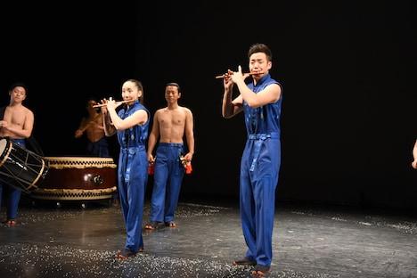 「鼓童×ロベール・ルパージュ〈NOVA〉」スペシャルパフォーマンスの様子。