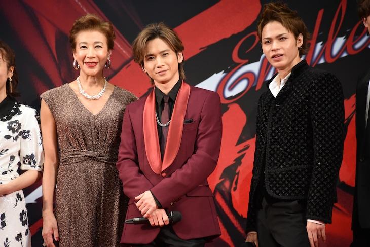 「Endless SHOCK 20th Anniversary」製作発表より、左から前田美波里、堂本光一、上田竜也。