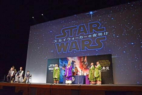 「スター・ウォーズ歌舞伎 -煉之介光刃三本-」上演前に行われた祈願の様子。